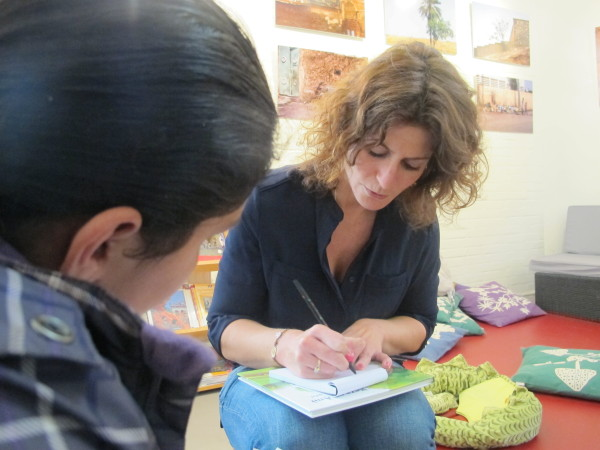 Inez Groenendal in gesprek met Sarah van Persbureau Gibraltar